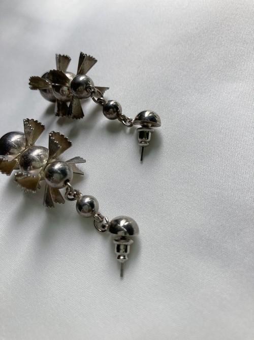 balls design pierced earrings