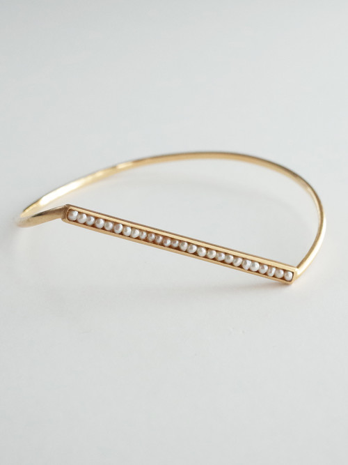 An dotted line bangle 3