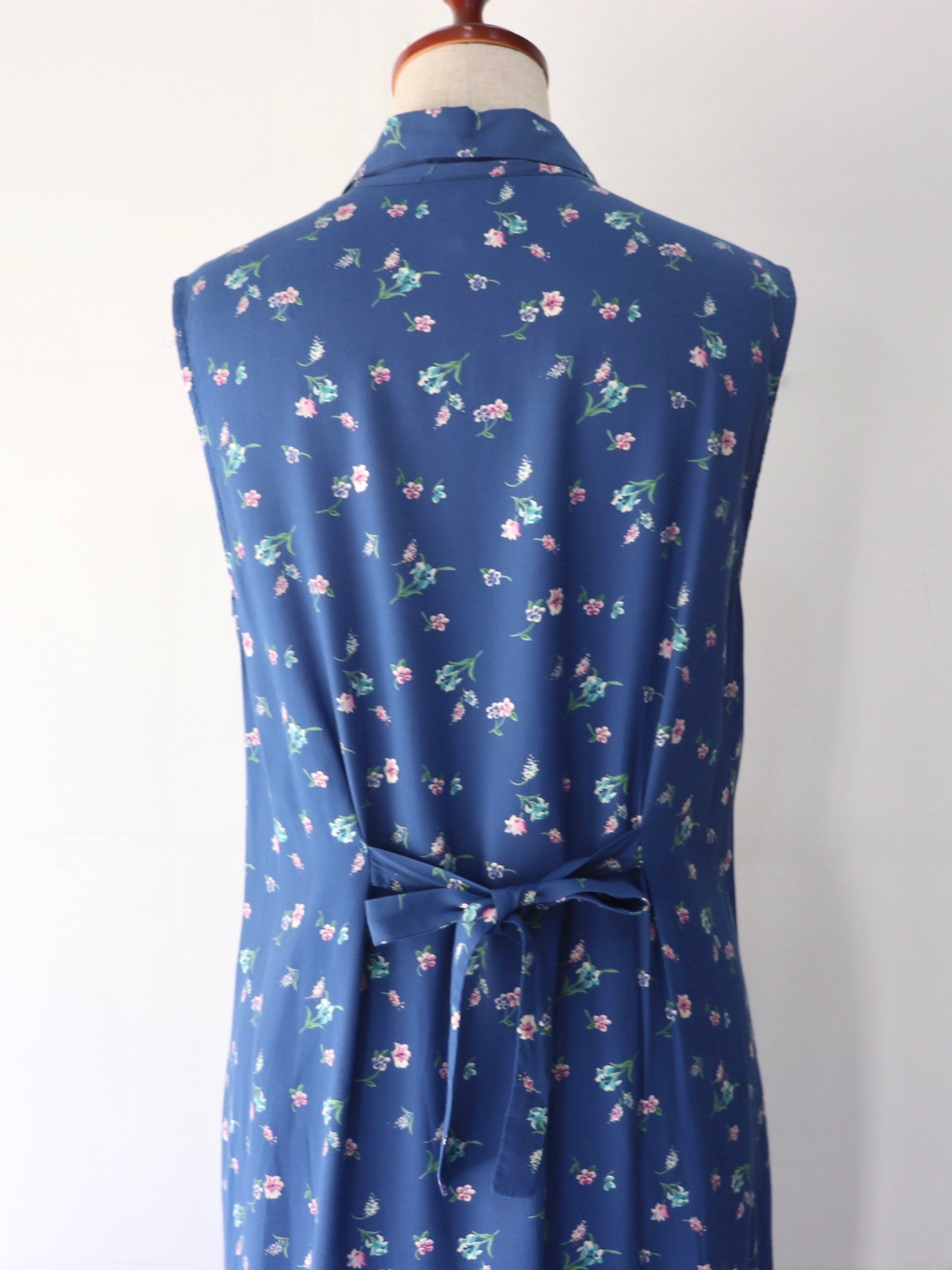 【MARKET】Open collar flower pattern one-piece