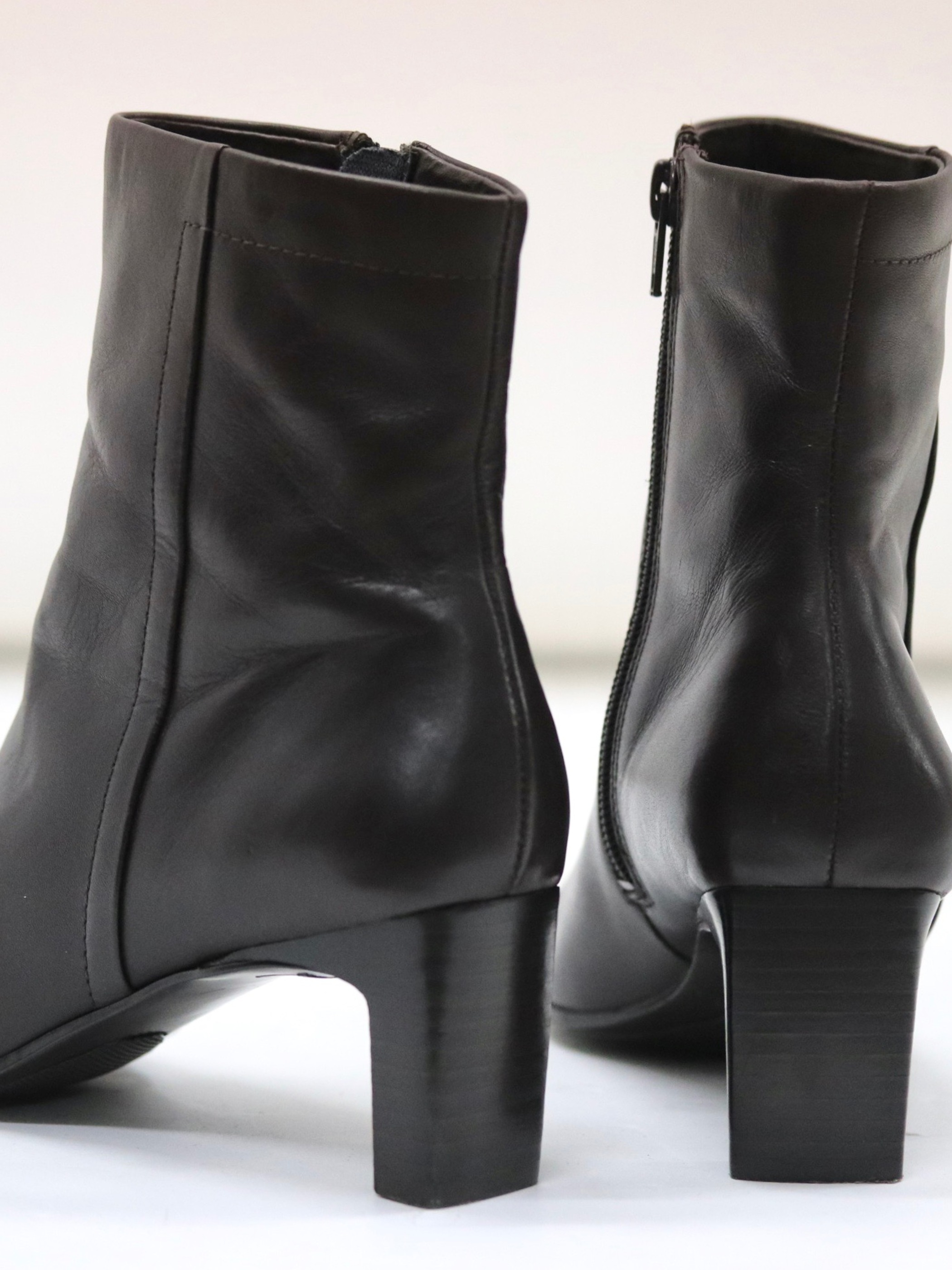 Square toe heel leather boots
