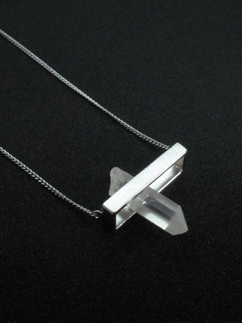 In quartz necklace 1