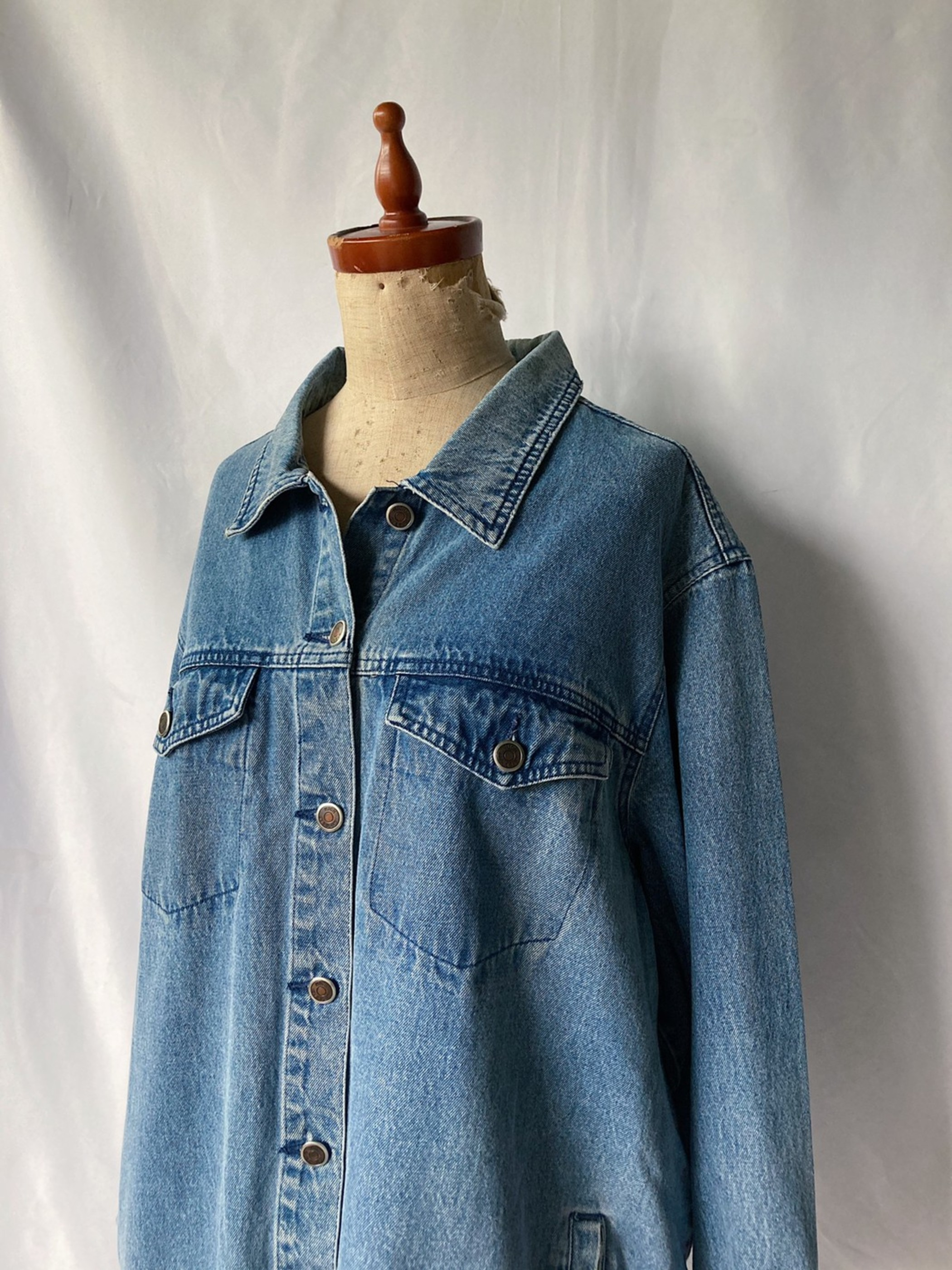 big silhouette denim jacket