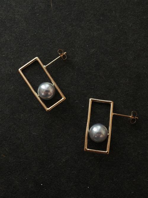 In pearl earring1