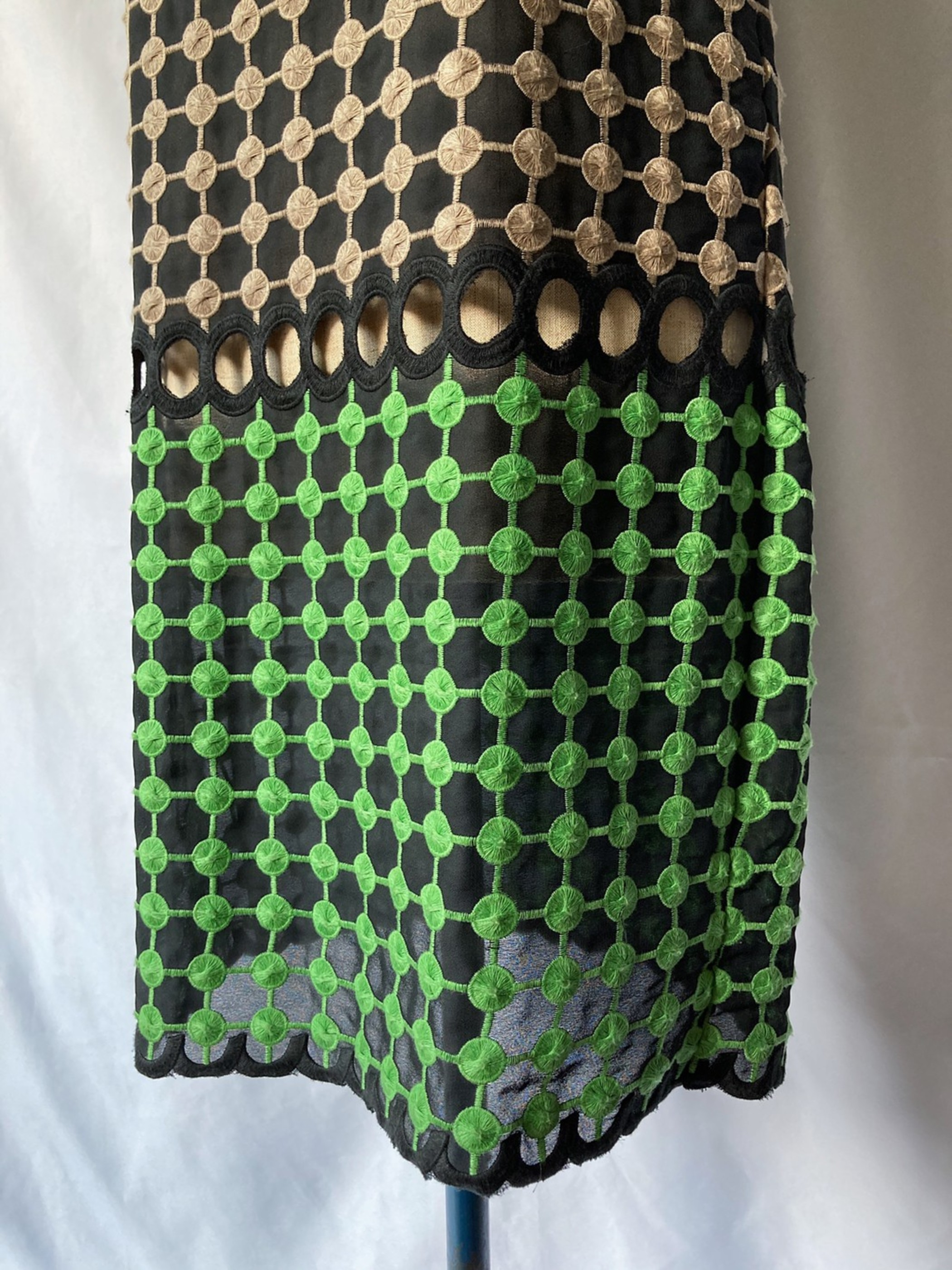 embossing sleeveless dress